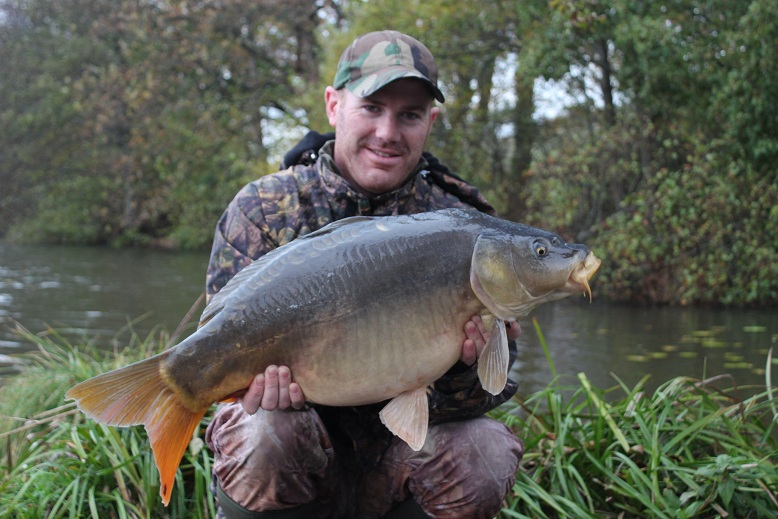 Matt Linstead with a 23lb mirror carp - Castle Lake, France