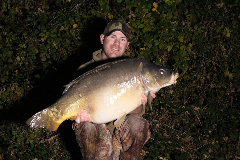 Matt Linstead with a 38lb mirror carp - Castle Lake, France