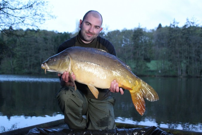 Mike Linstead with a 29lb 8oz Mirror Carp from La Fonte, France